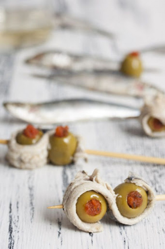 Pepper stuffed olives, wrapped in anchovy fillet - 100g